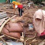 इंडोनेशिया में भूस्खलन, बाढ़ की घटनाओं में मृतकों 150 दर्जनों लापता